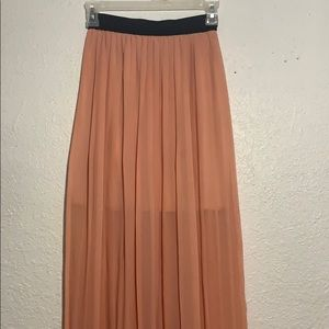 Maxi pleated skirt!